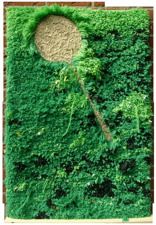 Wandkleed 'Gras 1', geknoopt groen gras met kale afdruk van badmintonracket