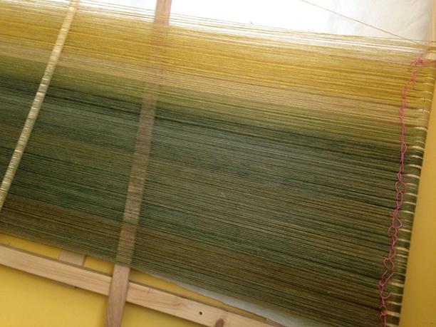 gele en groene scheringdraden